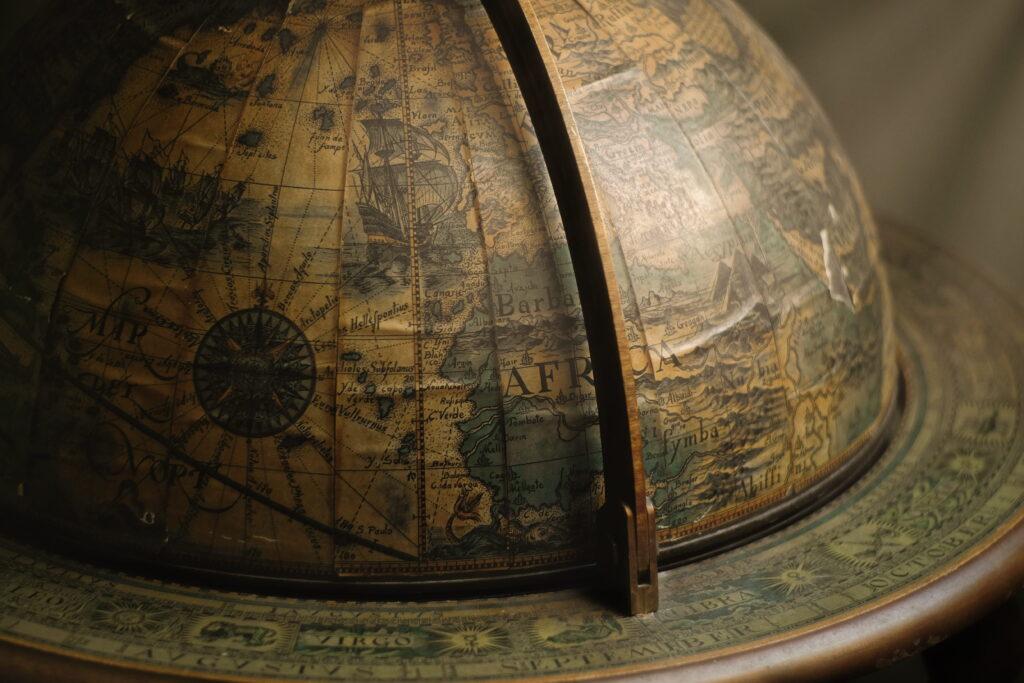 Светостроеж - да бъдеш бог на измислен свят - Самоиздател блог - платформа за създаване на книги